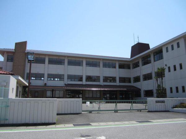 秦荘西小学校 約350m