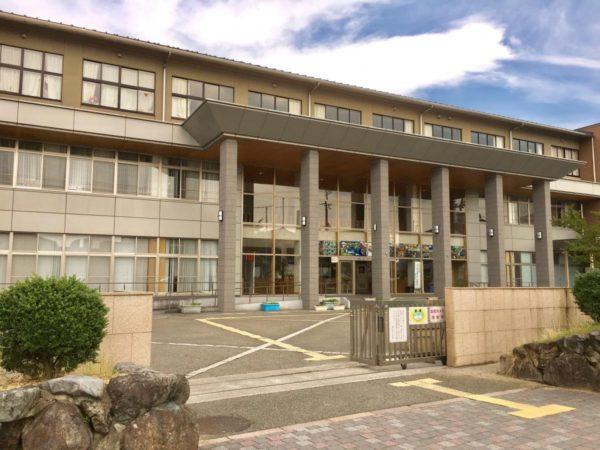 秦荘中学校 約1600m